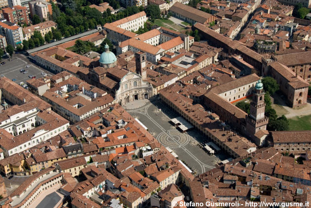 Piazza Ducale - click to next image